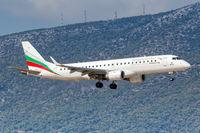 Bulgaria Air Embraer 190 Flugzeug Flughafen Athen in Griechenland