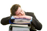 Schlafen auf Akten