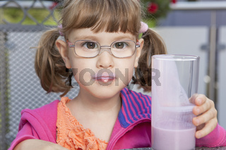 Little girl enjoying its milkshake