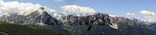 Blick vom Thurntaler über das Pustertal zu den Pragser und Sextener Dolomitengipfeln
