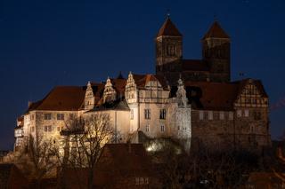Blick auf das nächtliche Schloss von Quedlinburg