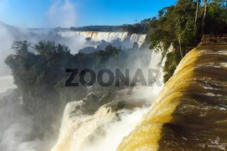 Blick auf die Wasserfälle von Iguazu