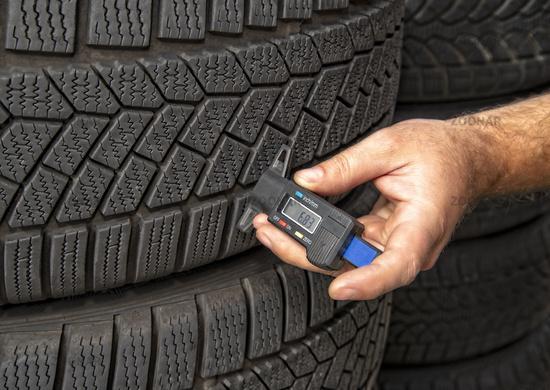 Measuring the tread depth of a tire