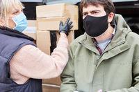 Paketzusteller liefern Pakete aus zu Weihnachten