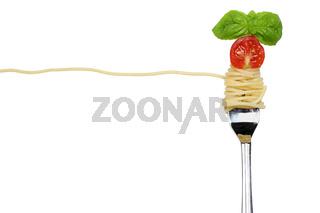 Spaghetti Nudeln Pasta Gericht auf einer Gabel freigestellt