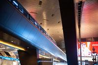 Doha, Katar, Innenaufnahme mit Shuttle-Zug am Flughafen Hamad International Airport