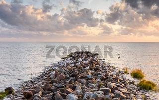 Mole mit Möwen in der Abenddämmerung, Büsum,  Nordsee, Schleswig-Holstein, Deutschland