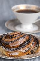 Mohnschnecke mit Kaffee
