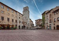 Piazza della Cisterna of San Gimignano.
