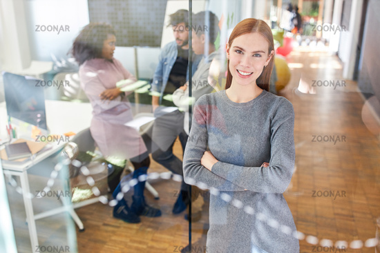 Erfolgreiche Business Frau als Existenzgründer