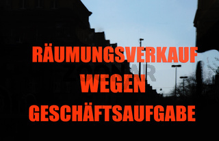 Räumungsverkauf wegen Geschäftsaufgabe translates from German as clearance sale due to store closure
