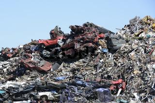 Halde aus Schrottfahrzeugen | stockpile of car wrecks