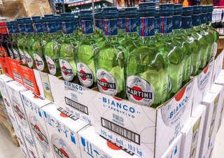 Bottled alcoholic beverages Martini vermouth ready for sale
