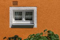 Das kleine Fenster am Haus L1001578.jpg