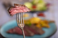 Scheibe Steak auf einer Gabel