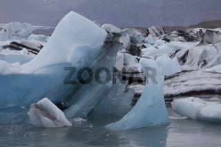 Vielfarbiges Eis am Jökulsárlón, Island
