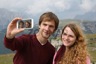Foto mit dem Handy im Urlaub in den Bergen