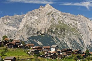 Die Ortschaft Nendaz über dem Rhone-Tal