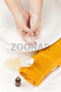 Hautpflege mit ätherischen Ölen