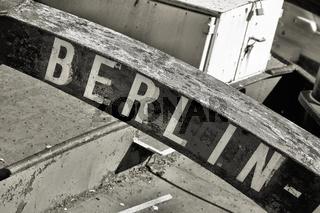 Kennzeichnung des Heimathafens eines Schiffes mit dem Schriftzug Berlin