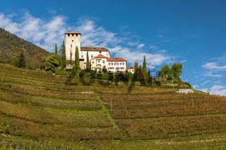 Schloss Lebensberg auf dem Marlinger Waalweg ueber Meran, Suedtirol