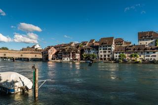Die Altstadt von Diessenhofen mit überdachter Holzbrücke über den Rhein, Kanton Thurgau, Schweiz