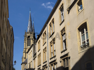 Metz - Altstadthäuser und Turm der Église Sainte-Ségolène, Frankreich