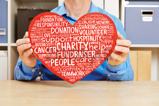 Herz mit Konzept zur Hilfe gegen Krebs