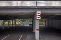 Die leere Parkplatzfläche L1002067.jpg