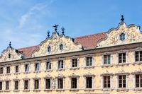 Prächtiges Gebäude mit Rokokofassade – Falkenhaus in Würzburg, Oberer Markt