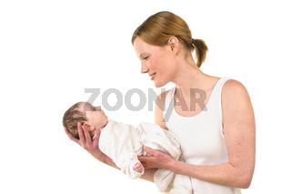 Mutter mit Säugling auf dem Arm