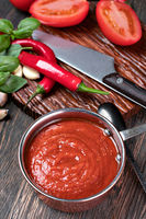 tomato sauce with garlic and basil