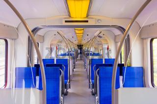 Moderner Regio Zug in Deutsc, frisch gereinigt, Einsatzbeginn, Berufsverkehr, Nahverkehr, ÖPNV