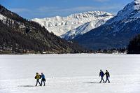 Pedestrians crossing the frozen Lake Sils, Silsersee, Sils im Engadin, Grisons, Switzerland