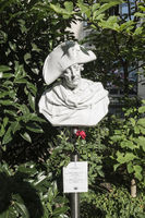 frederick the great, porcelain bust at hackesche hoefe