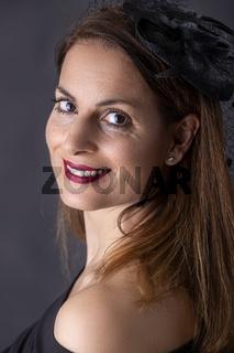 Porträt einer jungen Dame mit Hut