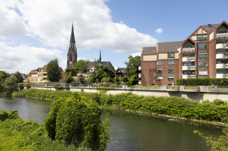Stadtansicht Luenen mit Fluss Lippe und Kirche St. Marien