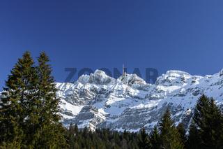 Der Gipfel des Säntis mit Bergstation im Winter, Kanton Appenzell Ausserrhoden, Schweiz