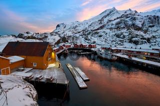 Lofoten Norwegen Nusfjord im Winter