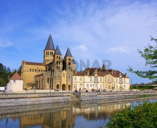 Paray-le-Monial Sacre-Coeur 08