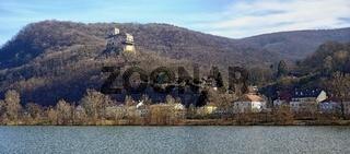 Panorama mit Burg Greifenstein oberhalb des Ortes Greifenstein und der Donau