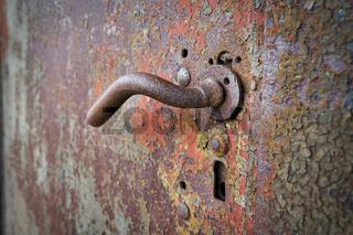 Türgriff an einer alten Tür