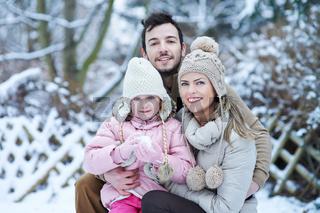 Portrait einer Famile im Winter im Schnee