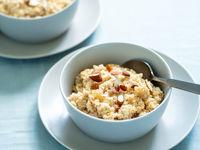 Quinoa porrige with raspberries and almond