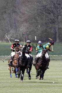Polospieler kämpfen um den Ball, Polo Cup auf Gut Basthorst 2013 / Deutschland
