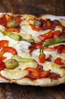 rote Chili auf einer leckeren Pizza