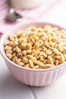 Puffed wheat covered with honey in bowl.
