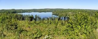 Panorama des See Gissen und der umliegenden  Wälder in der Region Kalmar