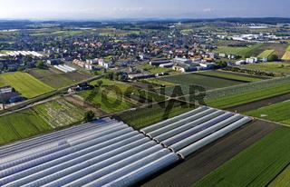 Der Ort Kerzers im Gemüseanbaugebiet Seeland - Grosses Moos, Kanton Freiburg, Schweiz
