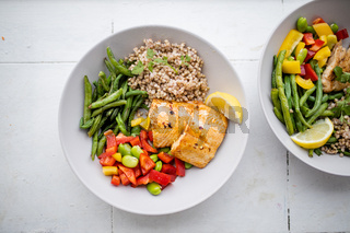 Salmon and buckwheat dish with green beans and tomato